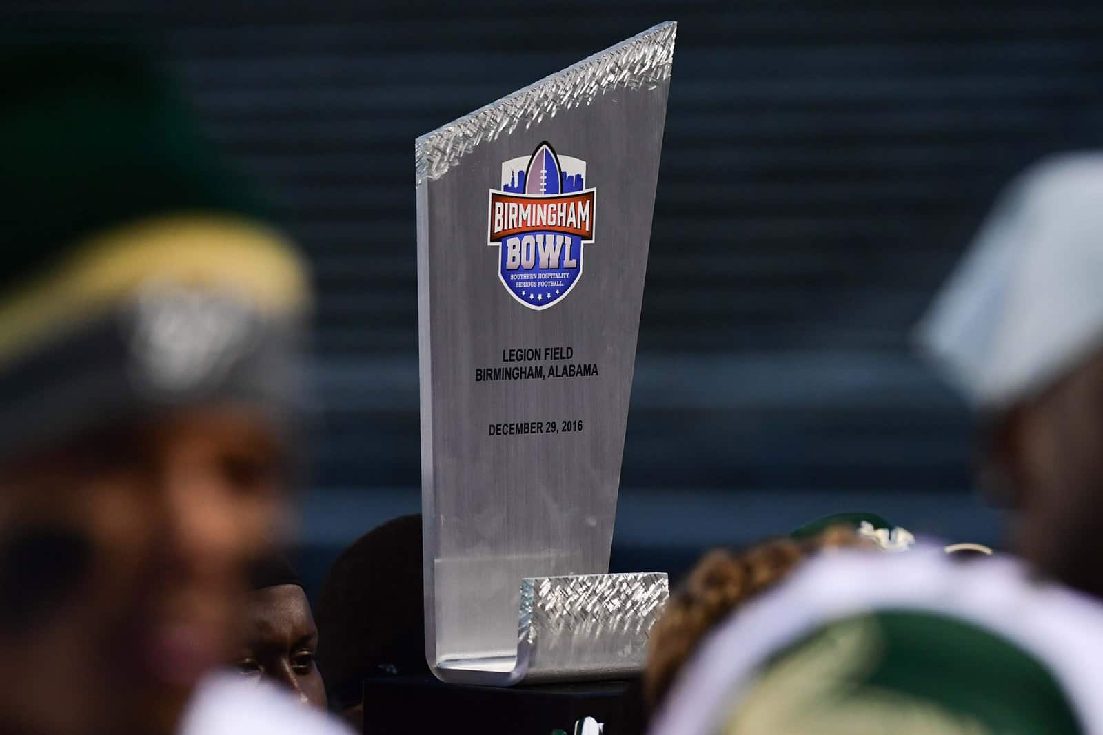 College Football Bowl Games: Schedule for Dec. 21-22
